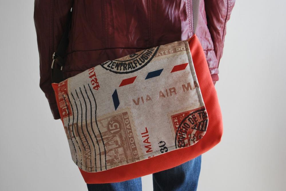 Travel Messenger bag by El rincón de la Pulga