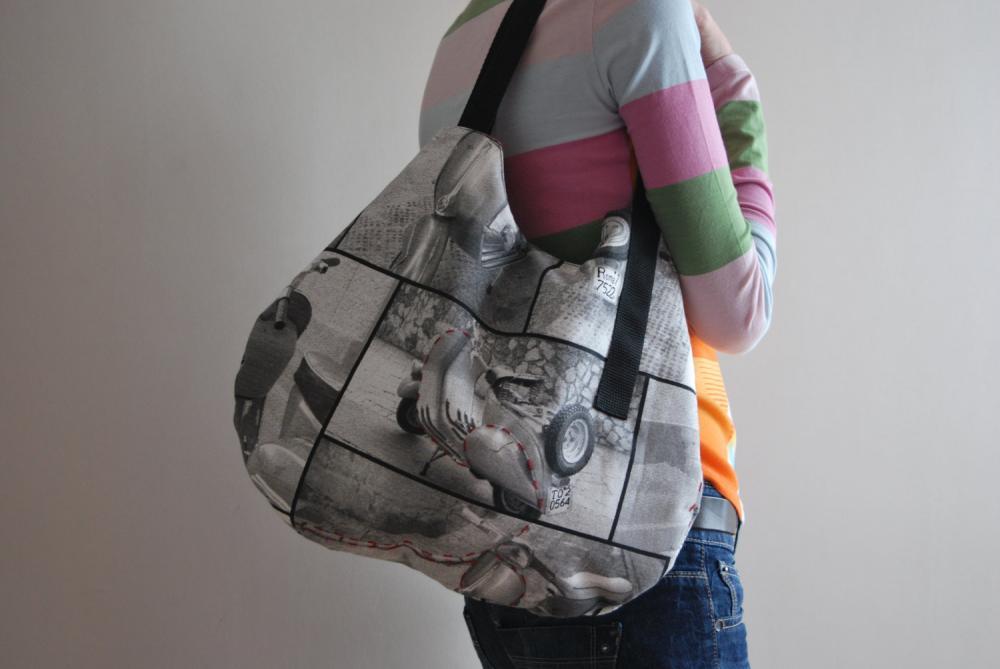 Fashion trendy Motorcycle bag with red embroidery by El rincón de la Pulga
