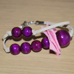 Fashion fun flirty double bracelet in pink and lila- wood and felt materials- by El rincón de la Pulga