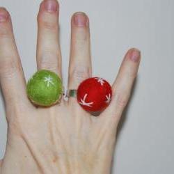 Felt adjustable ring in red, green- Choose one of this funny rings by El rincón de la Pulga